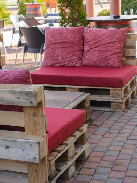 Jak zrobić meble ogrodowe z palet?